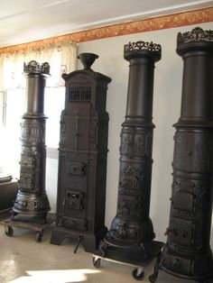 in my dreams. Wood Burner Stove, Log Burner, Home Living Room, Living Room Designs, Farmhouse Architecture, Cast Iron Stove, Fireplace Mantels, Fireplace Heater, Fireplaces