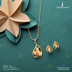 Beautiful Pendant sets to your attire. Gold Jewelry Simple, Stylish Jewelry, Greek Jewelry, Simple Necklace, Indian Jewelry, Gold Mangalsutra Designs, Gold Earrings Designs, Gold Chain Design, Gold Jewellery Design
