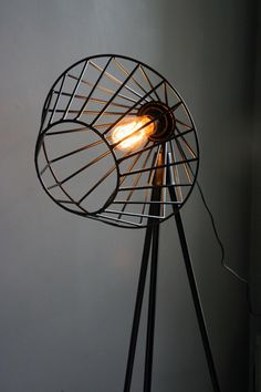 the best of the vintage world and voilá! Here is the vintage lighting design to inspire you to have the best lighting you deserve. Industrial Lighting, Vintage Lighting, Cool Lighting, Interior Lighting, Lighting Design, Modern Industrial, Pendant Lighting, Deco Design, Lamp Design
