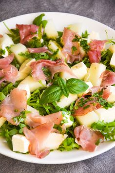 Sałatka z melonem i szynką parmeńską - Just Be Fit Be Strong! Anti Pasta Salads, Pasta Salad Recipes, Healthy Foods To Eat, Healthy Eating, Healthy Recipes, Pork Recipes, Cooking Recipes, Greens Recipe, Main Meals