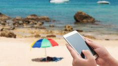 7 handy travel apps that will make your holidays a breeze Logitech, Ipod, Gadgets Électroniques, Mobile Deals, Smartphone, Sem Internet, Breeze, Fit, Socialism