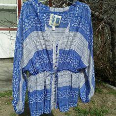 Edme & esyllte Anthropologie silk blouse 100% silk. Size 4. Mint condition! NO TRADES. Price negotiable. Anthropologie Tops Blouses