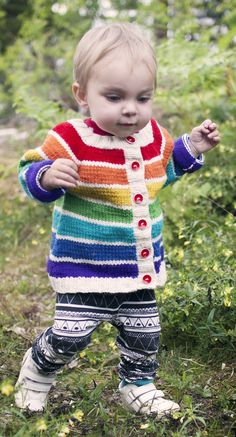 Free Knitting Pattern for Rainbow Cardigan - This simple top-down raglan striped cardigan has short row shaping for a better fit and is slightly A-line shaped. Sized for babies and toddlers sizes 1 years. Designed by Clara Falk Toddler Cardigan, Knitted Baby Cardigan, Knit Baby Sweaters, Striped Cardigan, Jumper Knitting Pattern, Baby Knitting Patterns, Baby Patterns, Crochet Pattern, Free Pattern