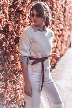 All white in cashmere and denim culottes with a leather knot belt, basket bag and Fitflop pilar clog sandals Denim Culottes, Clog Sandals, Basket Bag, Fitflop, All White, Clogs, Knot, Cashmere, Essentials