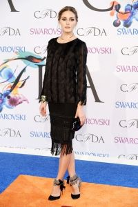 Pin for Later: Can You Handle All the Fashion on the CFDA Awards Red Carpet? Olivia Palermo at the 2014 CFDA Awards Olivia Palermo in an Ann Taylor top and skirt at the CFDA Awards. Style Olivia Palermo, Olivia Palermo Lookbook, Celebrity Red Carpet, Celebrity Look, Fashion Week, Star Fashion, Fashion Fashion, Johannes Huebl, Ann Taylor