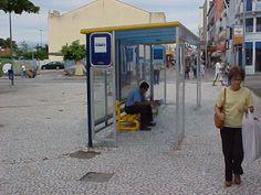 Exemplo 8: Cobertura Ambientes.  Classificação: PC - policarbonato. Local encontrato: Ponto de ônibus.