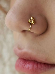 Elegant Nose Ring Online - All Fashion Ideas Here! Unique Nose Rings, Gold Nose Rings, Silver Nose Ring, Gold Nose Stud, Nose Ring Jewelry, Gold Rings Jewelry, Bridal Jewelry, Diamond Jewelry, Tragus