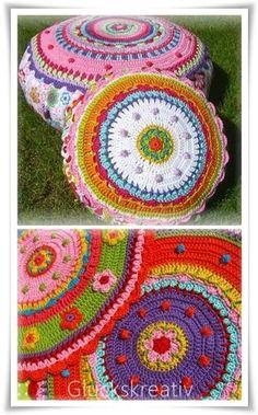 Inspiration for leftover yarn Wollreste verwerten Crochet Home, Love Crochet, Crochet Motif, Crochet Crafts, Crochet Yarn, Crochet Stitches, Crochet Projects, Crochet Cushions, Crochet Pillow