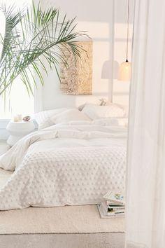 All White Bedroom, Modern Bedroom Design, Apartment Decor, Minimalist Bedroom, Contemporary Bedroom, Modern Bedroom, Bedding Sets, Home Decor, Trendy Bedroom