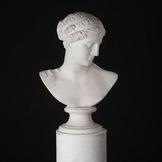 Busto de Hera em gesso de finais do sec.19th inicio do sec.20th, 64cm de altura, 3,700 USD / 3,290 EUROS / 12,910 REAIS / 23,950 CHINESE YUAN soulcariocantiques.tictail.com