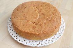 La Molly cake è una torta che ha la particolarità di avere della panna montata all'interno dell'impasto, avendo una trama molto spessa ed essendo bella