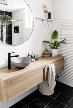 Create your dream bathroom with LoooX Watch this! Our luxurious Wood Collection, handmade in the Netherlands. The innovative bathroom brand LoooX supplies products and accessories which give the bathroom an elegant touch and a refined atmosphere. Modern Master Bathroom, Modern Bathroom Design, Bathroom Interior Design, Master Bathrooms, Bathroom Mirrors, Bathroom Cabinets, Small Bathrooms, Modern Bathrooms, Master Baths