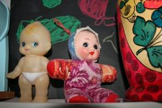 Oikeanpuoleiset nuket nimesin Minnoiksi, vinkuivat kun painaa mahasta. Mistähän näitä vielä saisi? Kewpie, Toy Boxes, My Childhood, Retro Vintage, Nostalgia, Memories, Dolls, Disney Princess, Antiques