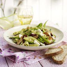 Nudelsalat mit grünem Spargel und Bärlauch