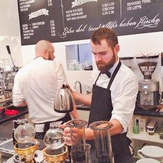 Coffee from Scandinavian roasted beans in an equally appealing Scandinavian shop interior. // Im schönen Hamburg wird nun auch mit der hellen, skandinavischen Kaffeeröstung experimentiert. Hier geht's zum Probieren: Stockholm Espresso Club.