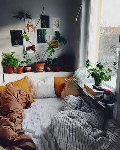 Best Small Bedroom Design Ideas & Decoration for 2018 Find Out 5 Efficient Tips How To Decorate Green Plants For Small Bedroom Home Design, Interior Design, Design Ideas, Diy Interior, Design Trends, Interior Decorating, Sweet Home, Dorm Room Designs, Decoration Design