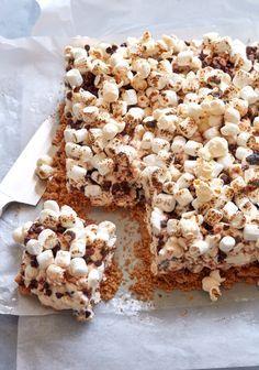 S'more Popcorn Bars from www.whatsgabycooking.com / (@whatsgabycookin)