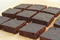 Jesienne brownie z dynią, której dodateksprawia, że jest przyjemnie wilgotne. Skórka z pomarańczy podkręca czekoladowy smak. Danie diety przyspieszającej