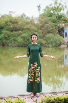 Hình ảnh Hoa hậu Pháp thướt tha áo dài hồng dạo quanh Hồ Gươm - Ảnh 10