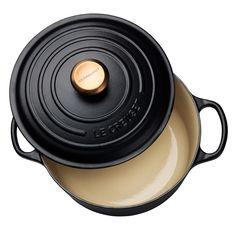 Rund støpejernsgryte m/stålknott i kobber 4,2 L Matte Black Le Creuset, Matte Black, Interior, Kitchen, Cooking, Indoor, Home Kitchens, Kitchens, Cucina