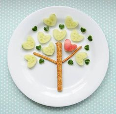 I heart trees and pretzels and cucumbers, too! Make this heart tree snack with pretzels and cucumbers HERE at Canadian Family. Cute Snacks, Easy Snacks, Cute Food, Healthy Snacks, Good Food, Eat Healthy, Healthy Rice, Dessert Healthy, Healthy Heart