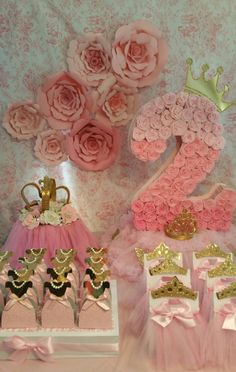 Gold and pink pinata, Gold party, number pinata, princess party , royalty party… Princess Theme, Princess Birthday, Baby Birthday, 1st Birthday Parties, Pink Und Gold, Rose Gold, My Daughter Birthday, Minnie Mouse Party, Gold Party