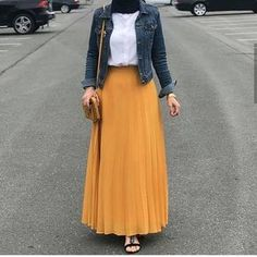 Source by outfits muslim Modest Fashion Hijab, Modern Hijab Fashion, Street Hijab Fashion, Hijab Fashion Inspiration, Muslim Fashion, Skirt Fashion, Fashion Ideas, Fashion Quotes, Fashion Games