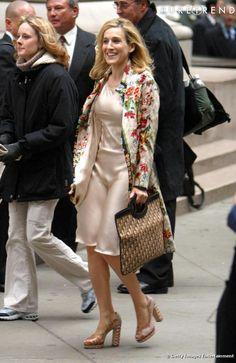 86a099a9cd65 Carrie s Dior vintage bag Vestido De Seda