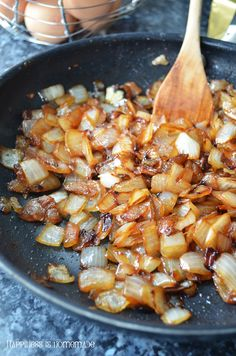 How to caramelize onion? It's simple!   Happiness is homemade by Sylvia