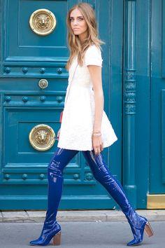 Chiara Ferragni loves her blue patent overkneeboots.