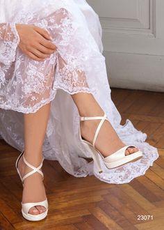 Semplici ed eleganti! #scarpe #sposa #penrose http://www.danielasposa.it/accessori/