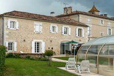 Maison d'hôtes à vendre à Linars près d'Angoulême (Charente) Mansions, House Styles, Home Decor, Triple Room, Double Room, Grand Entrance, Covered Pool, Large Bedroom, Decoration Home