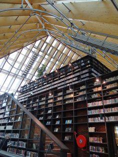 De Boekenberg - Spijkenisse {april 2012}, via Flickr.