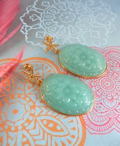 Mintgreen vermeil starfish earrings with carved green Quartz.