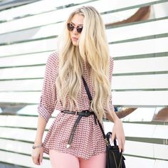 Pretty in pink @kiermellour accessories our Stair Step Hem Tunic with a skinny belt and shoulder bag for a fresh take on #everydayperfection.