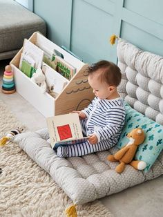 To give a taste for reading to your child, remember to arrange a corner dedicated to this activity calm in her bedroom. canopy cabin way cushion