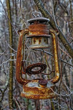 ♂ Aged with beauty Old rusty oil lamp