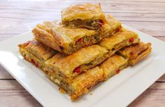 This is a fantastic recipe for Greek eggplant pie with peppers and feta cheese. It's the very popular Melitzanopita. Turkish Recipes, Greek Recipes, Ethnic Recipes, Kitchen Recipes, Cooking Recipes, Savory Pastry, Brunch, No Dairy Recipes, Appetisers