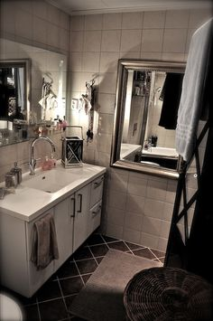 Bathroom Flooring, Double Vanity, Sweet Home, Villa, Organization Ideas, Interior, Bathroom Ideas, Bathrooms, Design