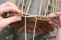 A step by step guide to weaving a traditional style Willow Wicker basket from start to finish. Paper Basket Weaving, Basket Weaving Patterns, Willow Weaving, Harvest Basket, Garden Basket, Owl Fabric, Hobbies To Try, Upcycled Crafts, Weaving Techniques