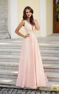 874584710b Zjawiskowa długa różowa suknia z gipiurową koronką na złotej podszewce