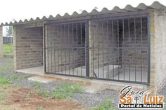 Clever Designs of How to Build Backyard Dog Kennel Ideas – Simphome Dog Kennel And Run, Diy Dog Kennel, Pet Kennels, Diy Dog Run, Dog Enclosures, Modern Dog Houses, Dog Boarding Kennels, Dog Kennel Designs, Diy Dog Crate