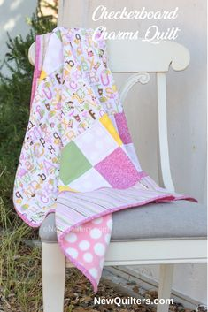 You can make this quilt, even if you've never quilted before! A Beginner's Guide to Quilting has everything you need to learn to quilt: detailed photo tutorials that cover every step of making a quilt from start to finish, five fun and easy quilt pattern Cute Quilts, Lap Quilts, Quilt Blocks, Scrappy Quilts, Quilting For Beginners, Quilting Tips, Quilting Tutorials, How To Make Pinwheels, Pinwheel Quilt