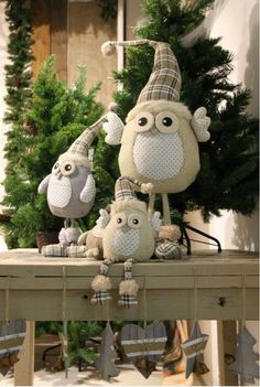 Corujinhas de natal: http://artesanatobrasil.net/apostila-gratis-corujinhas-de-feltro-passo-a-passo/
