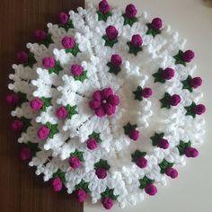 Crochet Flower Tutorial, Crochet Flower Patterns, Lace Patterns, Baby Knitting Patterns, Crochet Doilies, Crochet Flowers, Crochet Stitches, Diy Crafts Knitting, Yarn Crafts