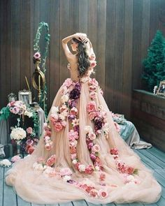 This stunning dress can only be from Dolce Gabanna fashion show. What a beauty! #dolce&gabanna #fashionshow #weddingdress http://gelinshop.com/ipost/1517065798048254069/?code=BUNs045j4h1