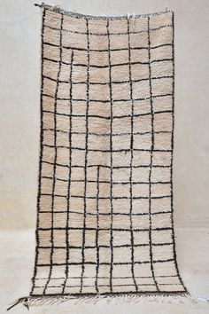 Moroccan berber rug. Vintage item from the 1970s made in wool.
