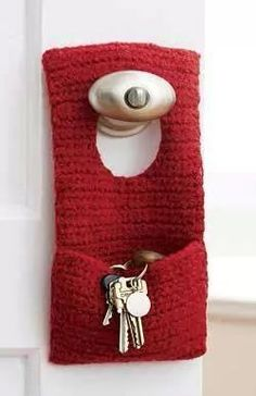 Felted Door Knob Organizer (To Crochet) in Patons Classic Wool Worsted. Discover more Patterns by Patons at LoveKnitting. The world's largest range of knitting supplies - we stock patterns, yarn, needles and books from all of your favorite brands. Crochet Home, Love Crochet, Crochet Gifts, Knit Crochet, Hand Crochet, Knitting Patterns Free, Free Knitting, Crochet Patterns, Free Pattern