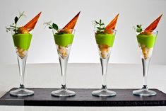 A Bit of Spice, scallops with avocado mousse and bacon. No recipe, use idea. Food Design, Appetizers For Party, Appetizer Recipes, Canapes Recipes, Food Decoration, Food Shows, Appetisers, Food Plating, Plating Ideas