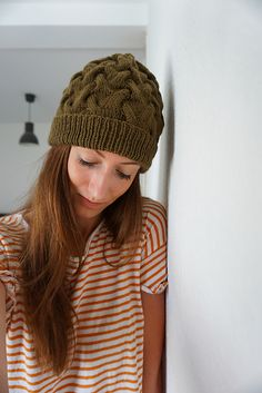 EnglishThe pattern about the knitted hat with cable stitch ist describe in more steps, easy to understand. Ravelry, Beanie, Knitted Hats, Knit Crochet, Winter Hats, Stitch, Knitting, Pattern, Handmade